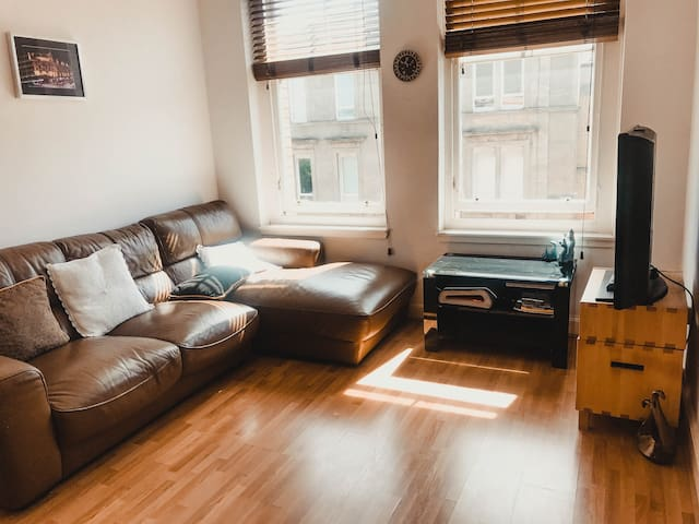 City centre corner  1 bed room apartment west end