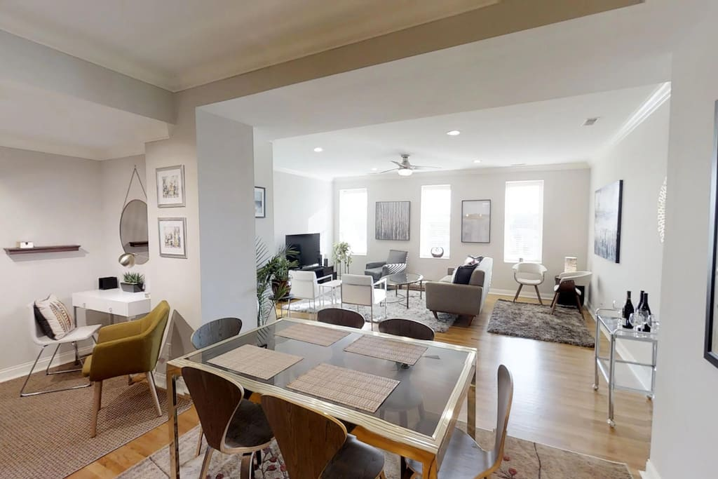 Open Floor Plan - Dining Table Also Expands to Comfortably Seat 10-12