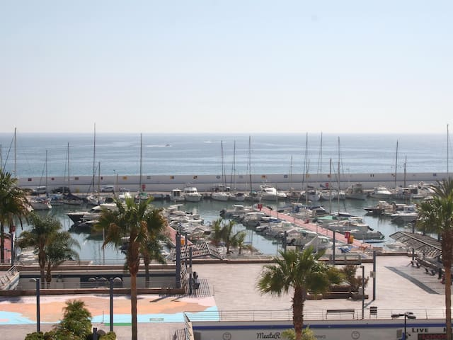 Valdecantos Marbella first line of beach with parking