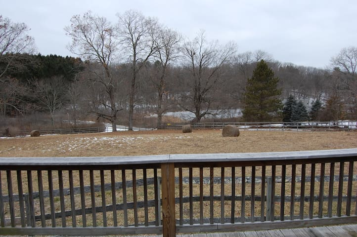 Private scenic horse farm on 200 acers - Germantown - Appartement