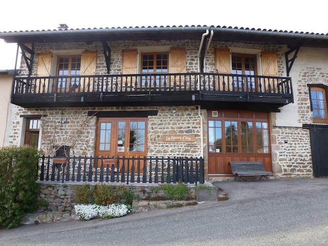 la maison d'être, logement en pierre - Saint-Just-en-Chevalet - Rumah