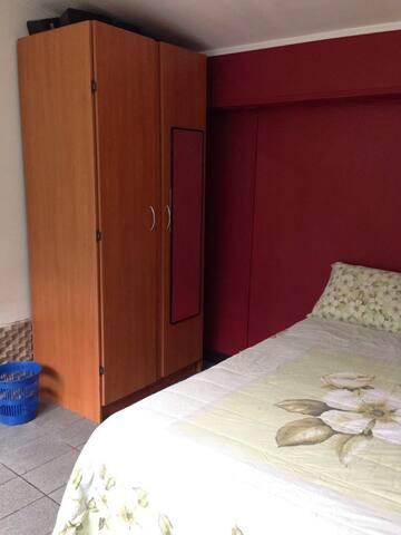 Habitación cama matrimonial con armario