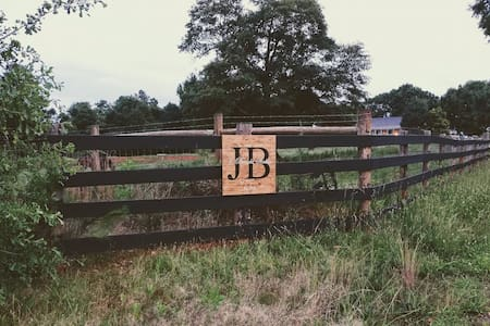 J Brooks Stables - Roadhouse Cabin