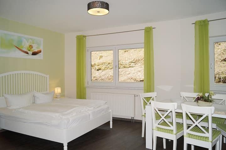 Familienzimmer mit WLan und Blick aufs Wildgehege