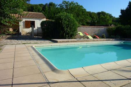 Studio mitoyen à la campagne avec accès piscine - Tourves - Wohnung