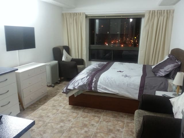 Central, clean and cosy 1 bed studio apartment