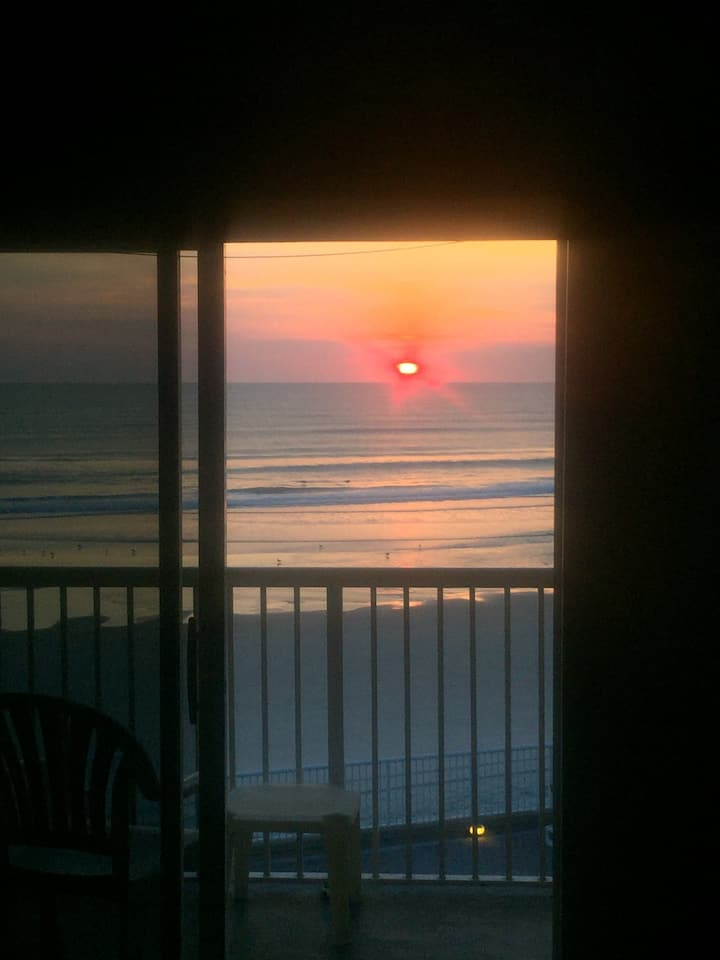 Beachfront Condo - Sunrises, Beach, Sun, Fun