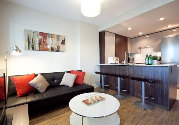 Cozy Modern 2BDR Suite In Yaletown +Parking+View