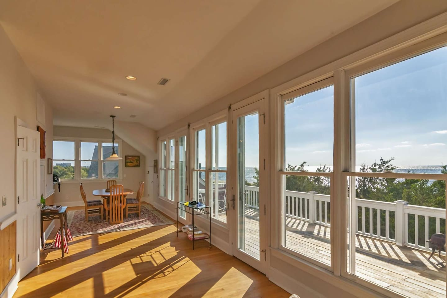 With over 60 windows you will enjoy views of the ocean, old baldy, the marsh and Bald Head Shoals