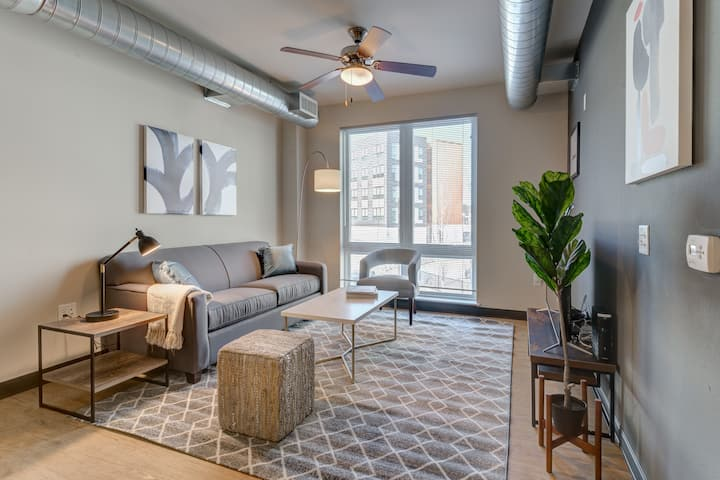 Kasa | Milwaukee | Beautiful Family 2BD/2BA Downtown Apartment