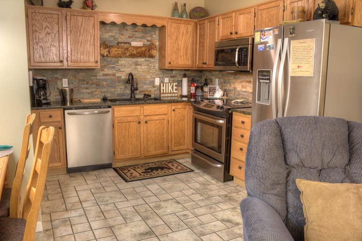 Beautiful 1 BR Condo with Mtn and Downtown Pigeon Forge View!