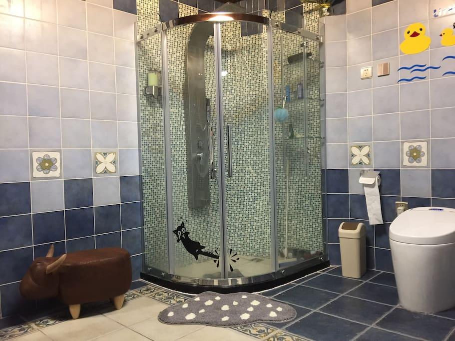 獨立浴室,智能馬桶,地中海藍清涼設計