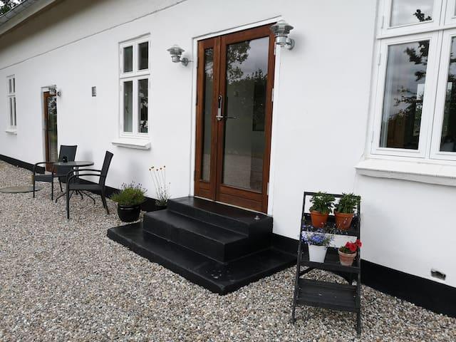 Charmende istandsat hus i landlige omgivelser