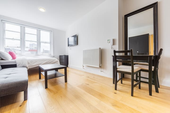 City Centre Apartment in Listed Building - Apt 4 Saltwell - The Bruce Building