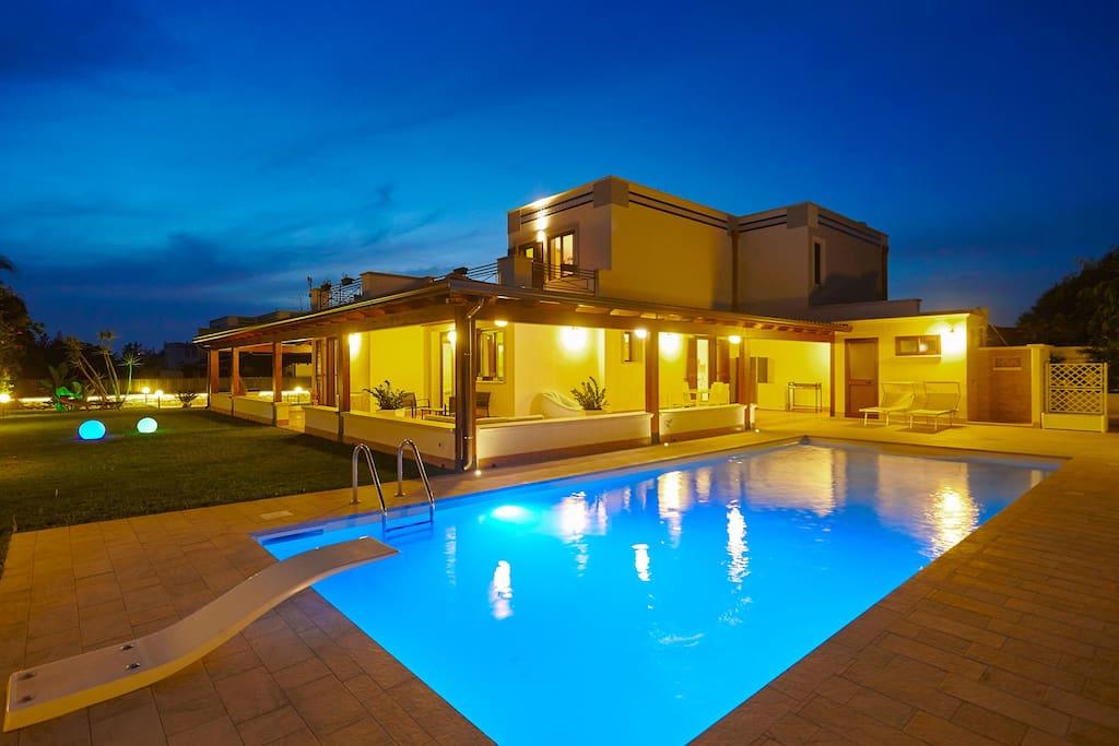 Nuovissima villa con piscina case in affitto a terrasini - Villa con piscina sicilia ...
