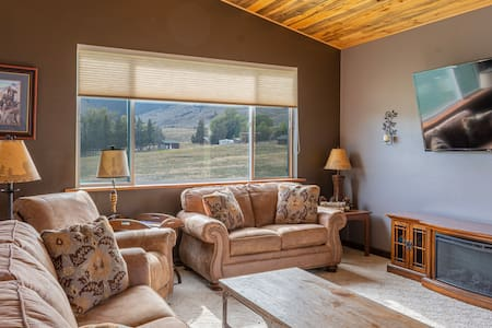 1600 sq ft ~ Large Home sleeps up to 8 with VIEWS!