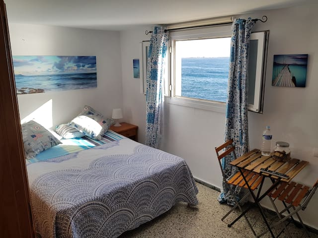 Bed & Breakfast by the sea (ROOM 4)