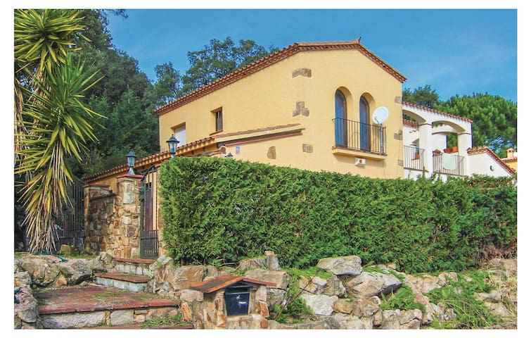 Semi-Detached with 4 bedrooms on 170 m² in Castell-Platja d'Aro