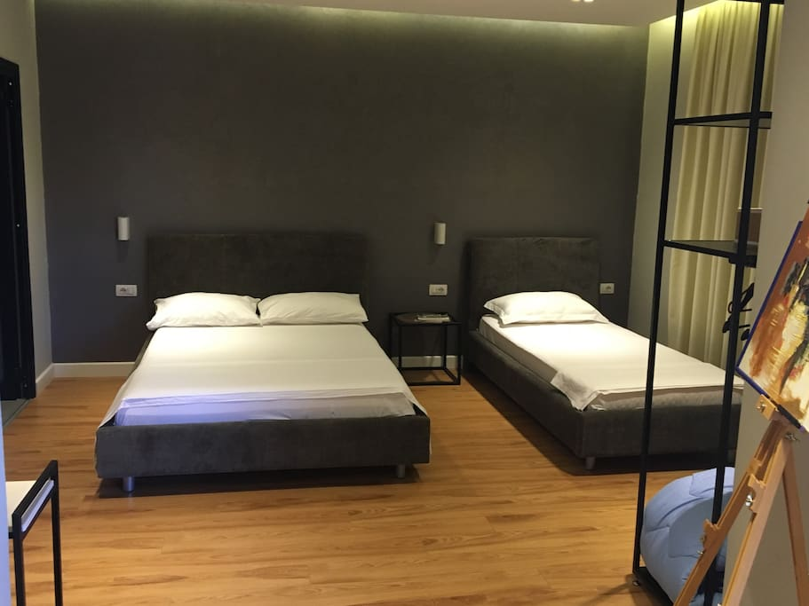 King size bed + single bed