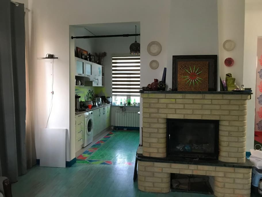 Кухня органично соединена с гостиной
