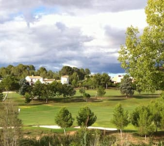 Acogedora Casa El Bosque Golf Club - Hus