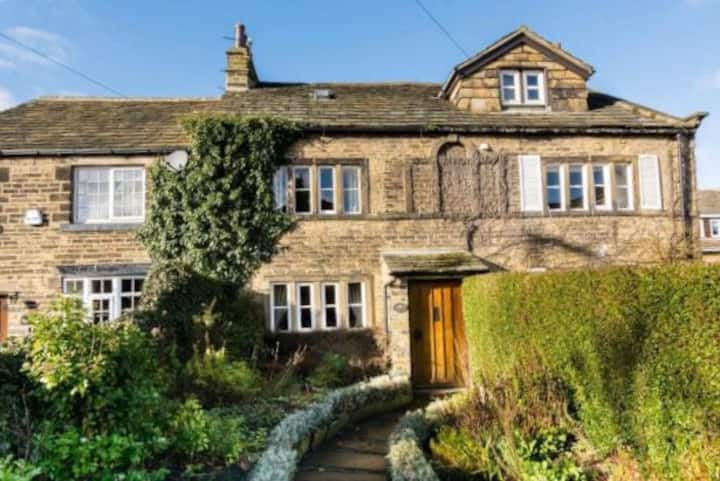 Stunning Yorkshire Cottage for walks and pubs
