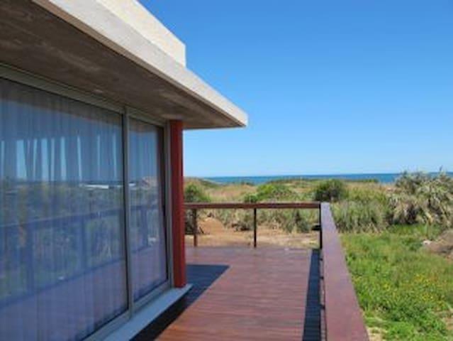 Amplia y hermosa suite moderna con vista al mar