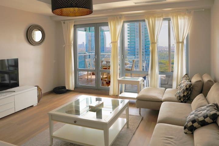 Luxe Flat 24'th Floor, SERVICED 2 Bedroom +Terrace