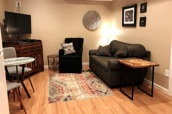 Cozy retreat near 590/490 & 15 minutes to downtown