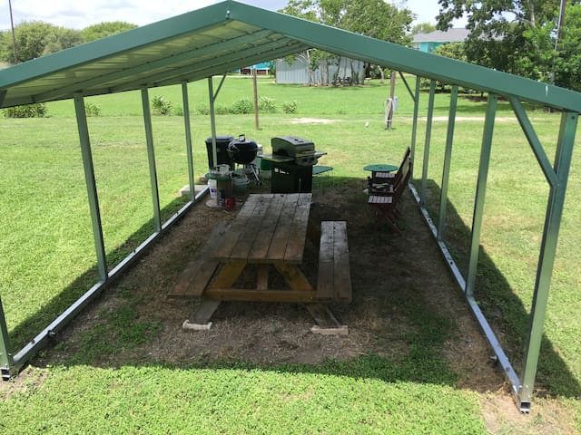 Great covered grill area. Has gas grill and charcoal grill. Implements and gas provided.
