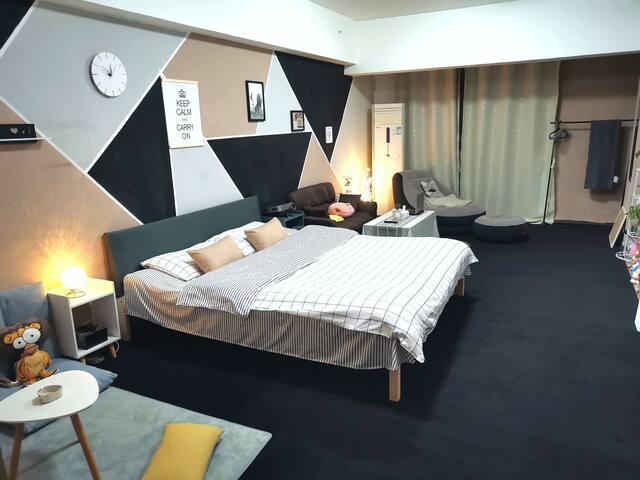 55平米超宽敞,舒适的黑白灰系独立大公寓,毗邻夫子庙,老门东,新街口,雨花台风景区,雨花客厅,虹悦城