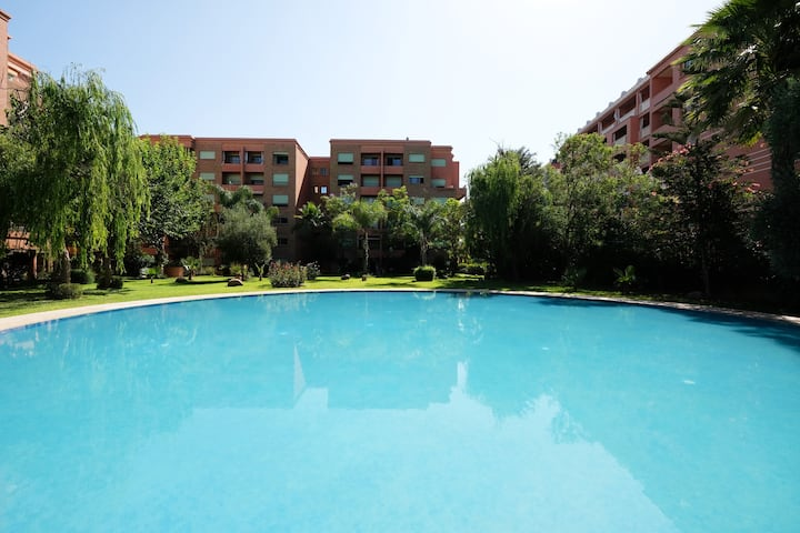 BAB. Beautiful apartment! swimming pool and garden