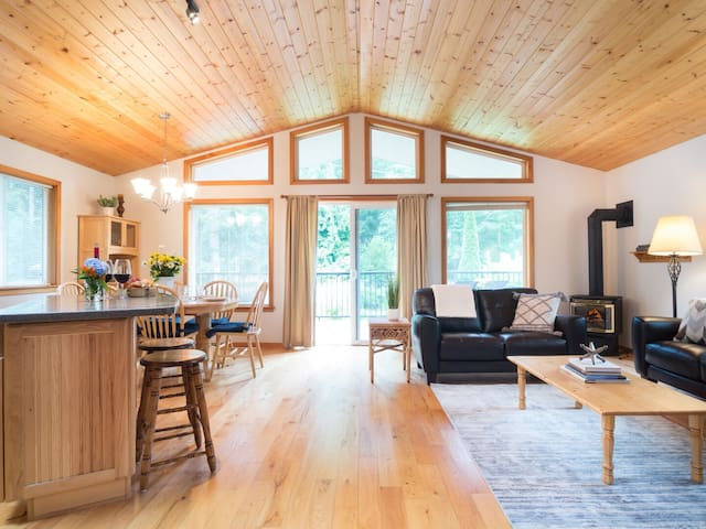 New Listing! Sweet Woodland Bungalow * A/C * Near Mt. Baker!