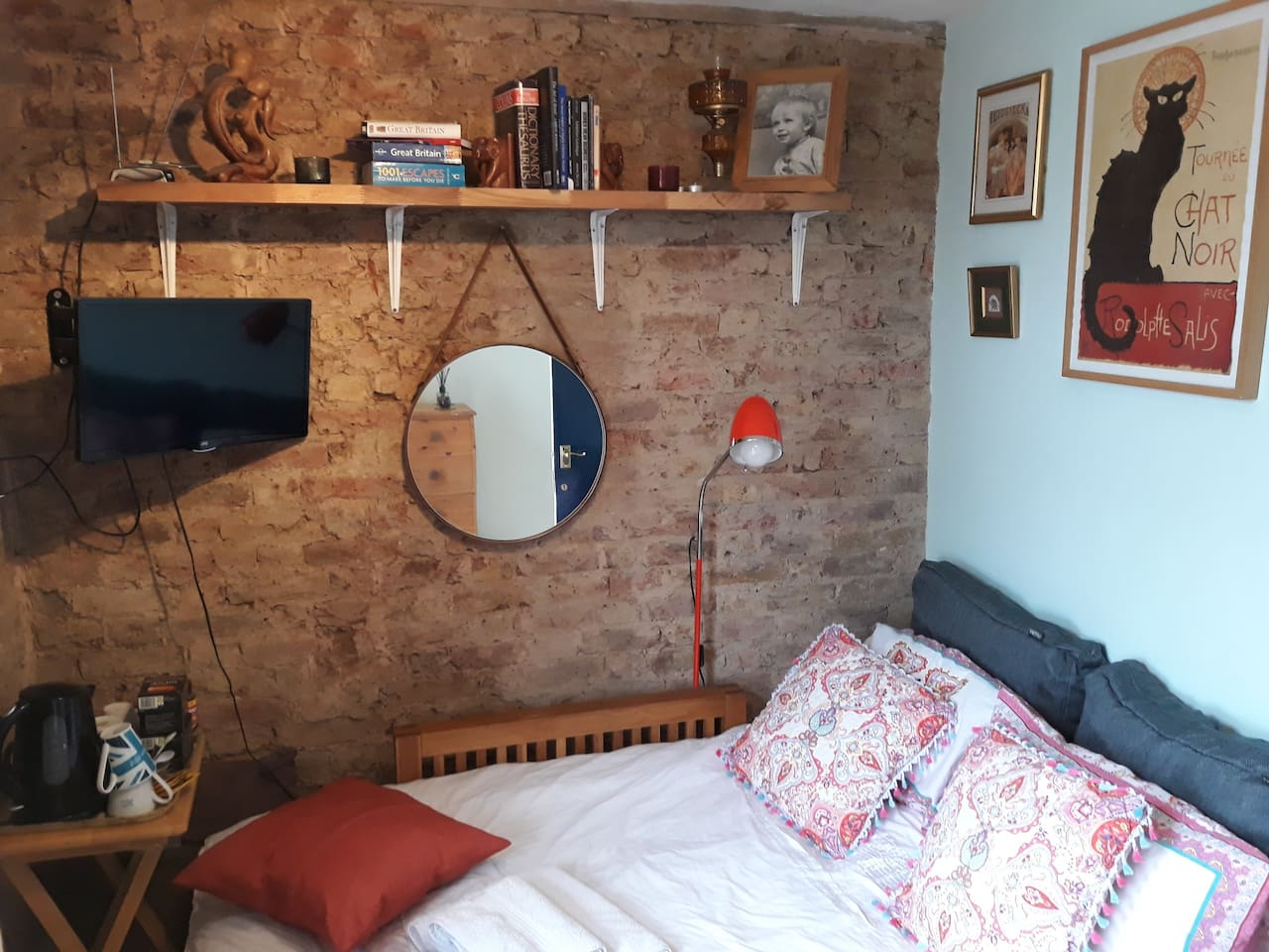 The bedroom that is available.  Coffee and tea making facilities included! Hairdryer, Smart TV, Netflix, Youtube, built in wardrobe, large chest of drawers and table to eat on!