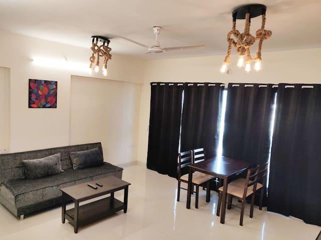 Andheri West 2-Bed Apart nr D.N. Nagar Metro
