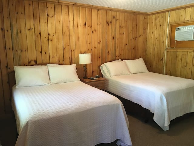 The Crossing Motel - Room #3