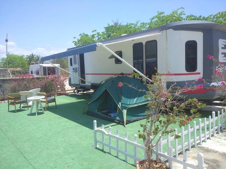 大房车~全新度假方式~沙滩房车营地