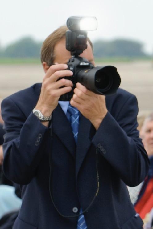 แสดงรูปจากผู้จัดเอ็กซ์พีเรียนซ์แบบเต็มหน้าจอ