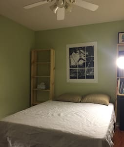 Bedroom with Memory Foam queen bed - Murfreesboro - Casa