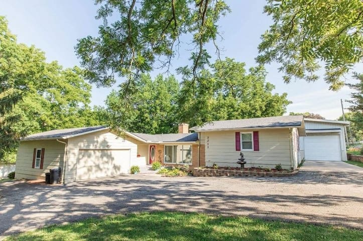 Entire 3 Bedroom, 3 Bath House Available - ECLIPSE