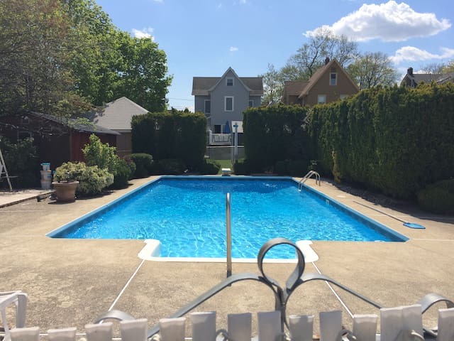 Lovely Home with Pool and Yard - Rutherford