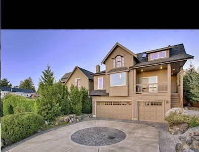 Modern with Stunning Lake View, Minutes to Seattle - Mercer Island