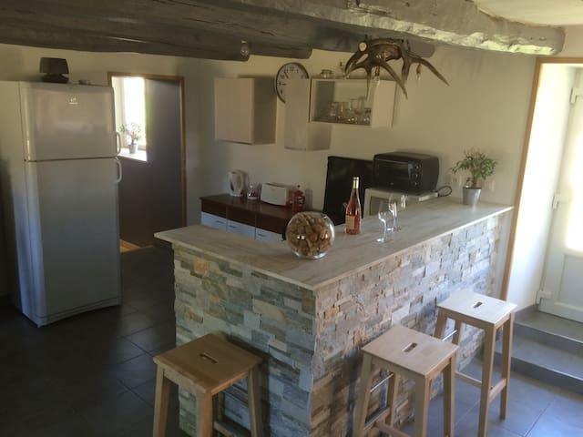 Belle maison au calme en Auvergne - Messeix - House