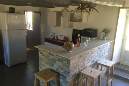 Belle maison au calme en Auvergne - Messeix - Casa