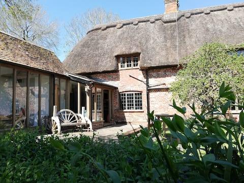 Grade II listed cottage annex
