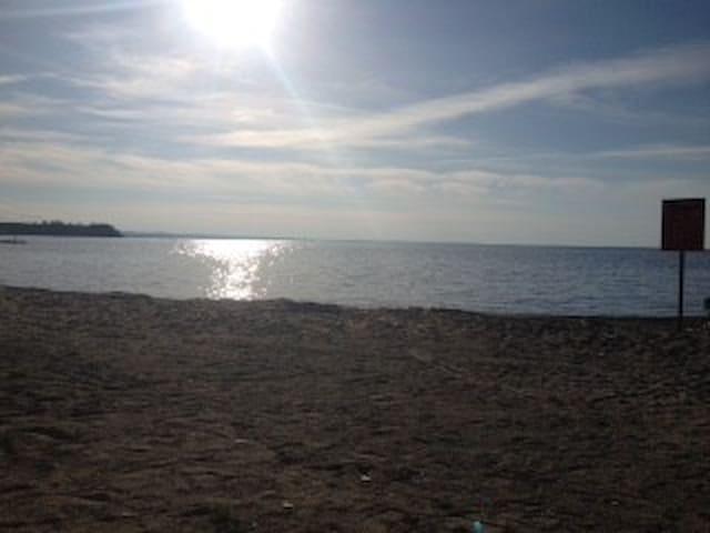 Maison bord du Lac St-Jean, avec plage privée - Métabetchouan-Lac-à-la-Croix - Hús