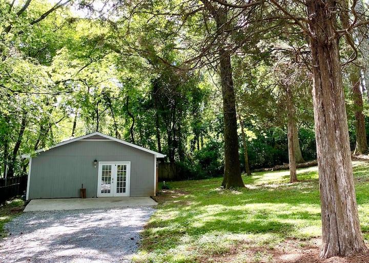 Hidden Cedar Lodge 🍂  w/Free Parking