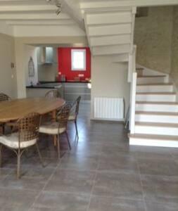 Charentaise rénovée de 200 m2 à la campagne - Montils - House - 2
