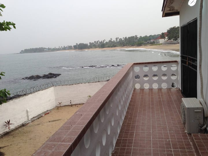 Stunning 2 bed Beach Front House