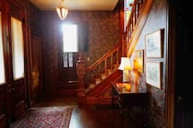 Frank Lloyd Wright's Cherokee Red Private Room